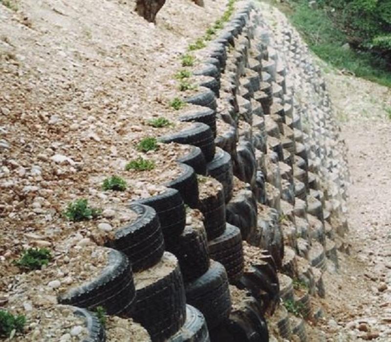 Recyclage, Récupe & Don d'objet : pneus de voitures usagés. quantité importa...