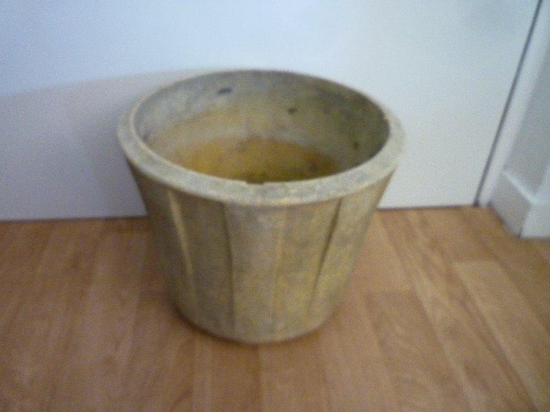 Recyclage, Récupe & Don d'objet : pot pour plante verte en plastique