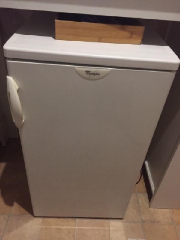 Recyclage, Récupe & Don d'objet : petit réfrigérateur whirlpool