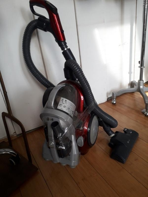 Recyclage, Récupe & Don d'objet : aspirateur lg sans sac avec accessoires