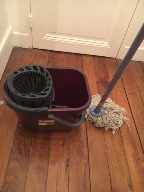 Recyclage, Récupe & Don d'objet : seau + serpillère à franges