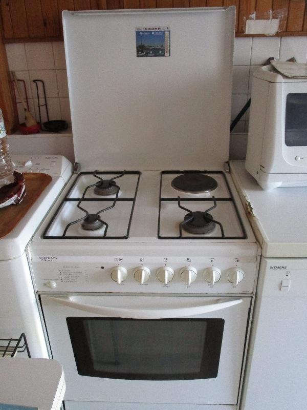 Recyclage, Récupe & Don d'objet : cuisinière, 3 brûleurs gaz, 1 plaque élect...