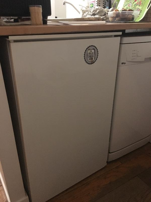 Recyclage, Récupe & Don d'objet : réfrigérateur sous plan