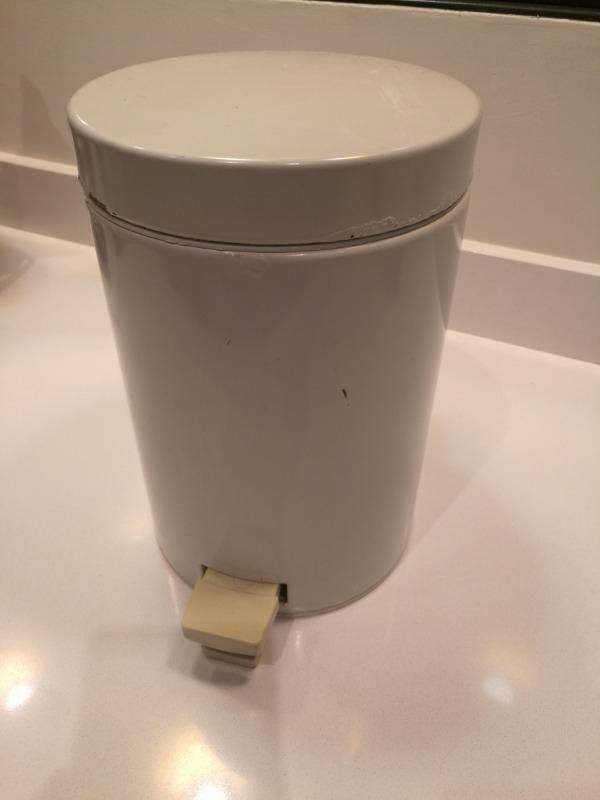 Recyclage, Récupe & Don d'objet : poubelle salle de bains à pédale 3l blanch...