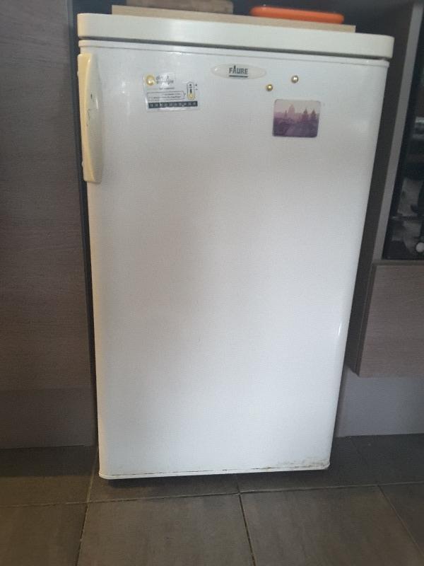 Recyclage, Récupe & Don d'objet : réfrigérateur sous table