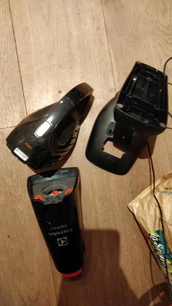 Recyclage, Récupe & Don d'objet : mini aspirateur electrolux en panne