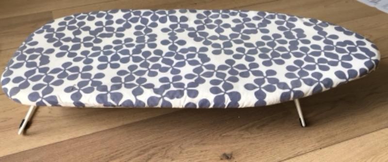 Recyclage, Récupe & Don d'objet : petite table à repasser ikea