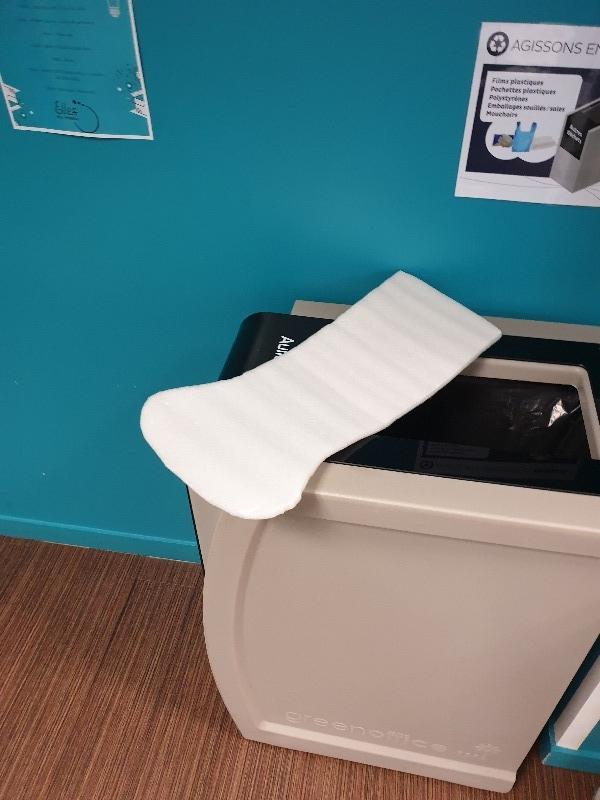 Recyclage, Récupe & Don d'objet : petite poubelle à pied de salle de bain