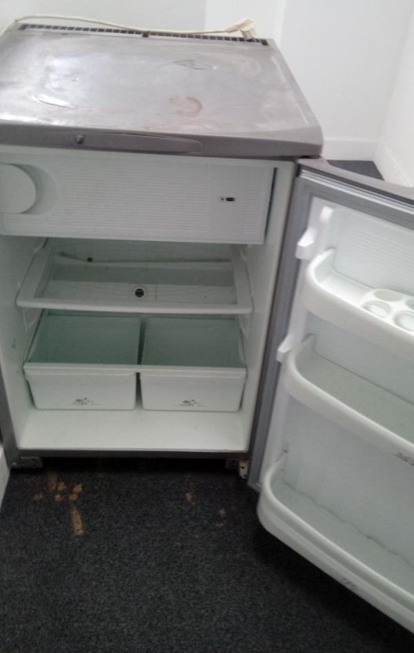 Recyclage, Récupe & Don d'objet : petit frigo gris
