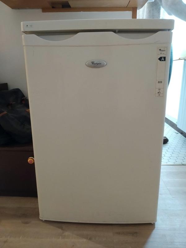 Recyclage, Récupe & Don d'objet : réfrigérateur avec espace freezer whirlpoo...