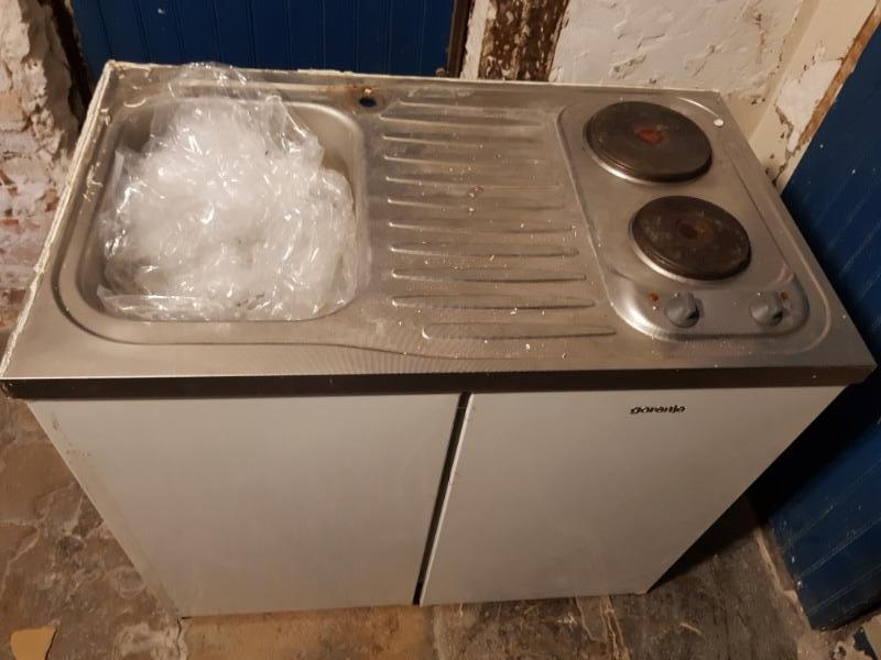 Recyclage, Récupe & Don d'objet : meuble avec frigo et evier encastrés