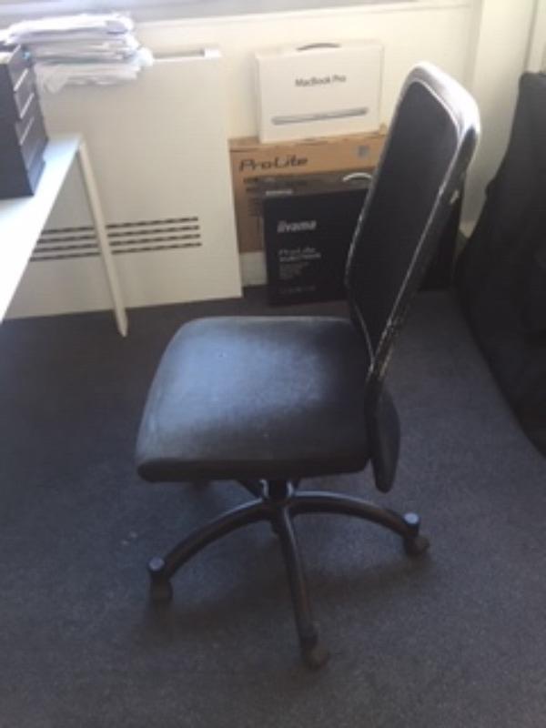 Recyclage, Récupe & Don d'objet : 8 chaises de bureau