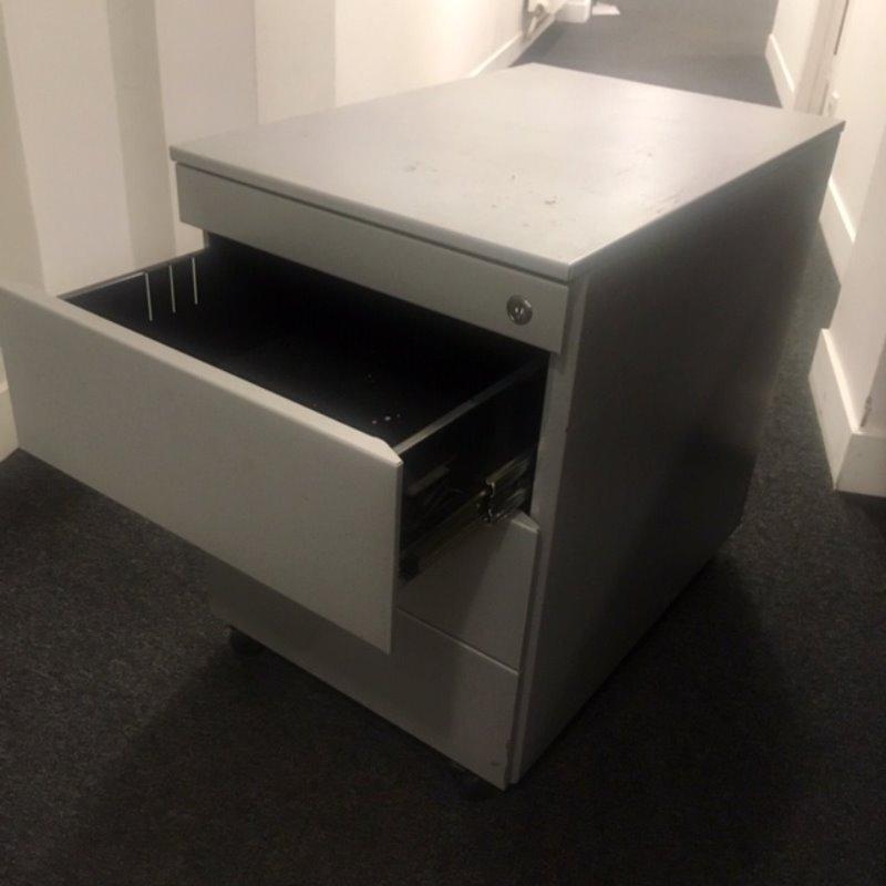 Recyclage, Récupe & Don d'objet : 3 caissons de bureau en metal