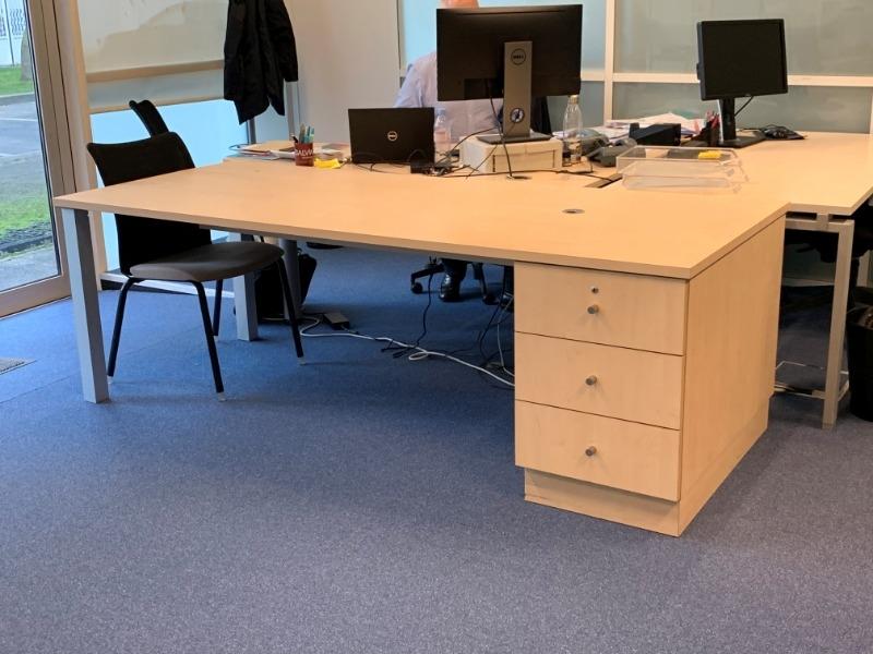 Recyclage, Récupe & Don d'objet : grand bureau en bois clair