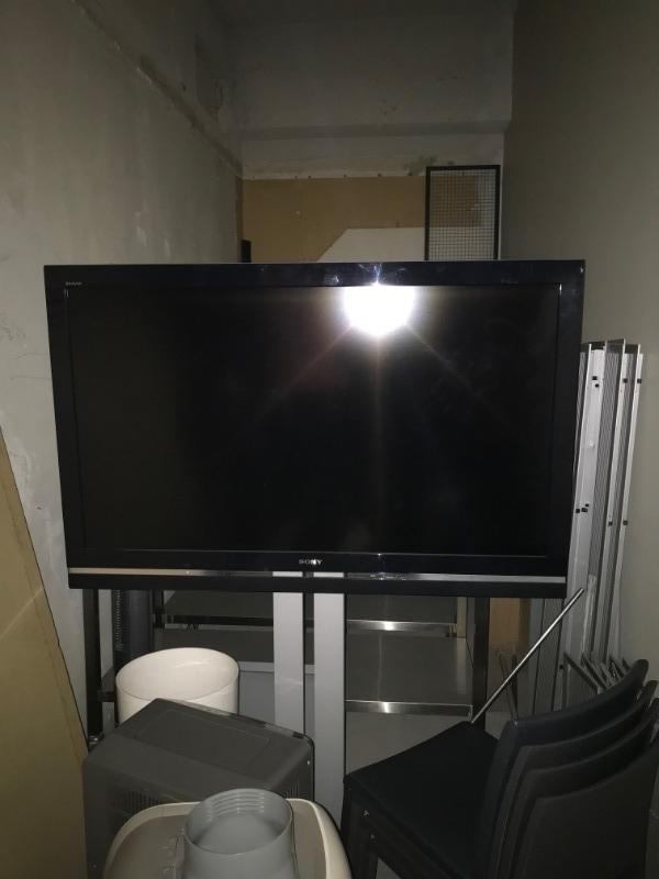 Recyclage, Récupe & Don d'objet : tv gradn écran avec pied samsung