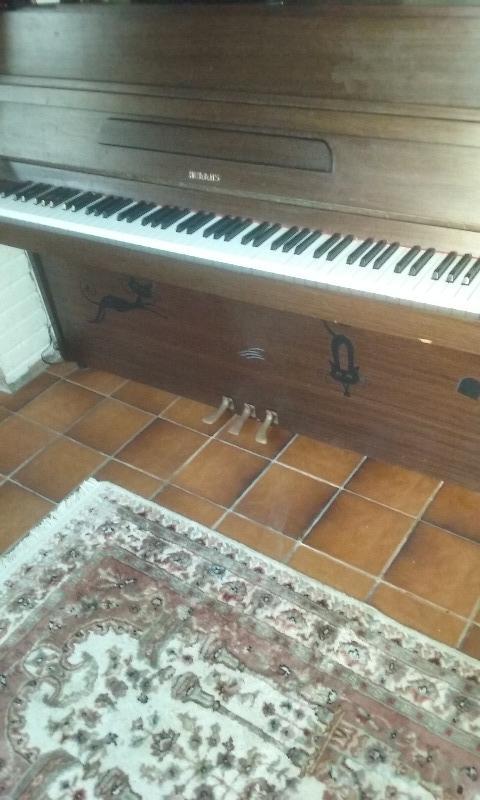 Recyclage, Récupe & Don d'objet : piano hellas  très urgent