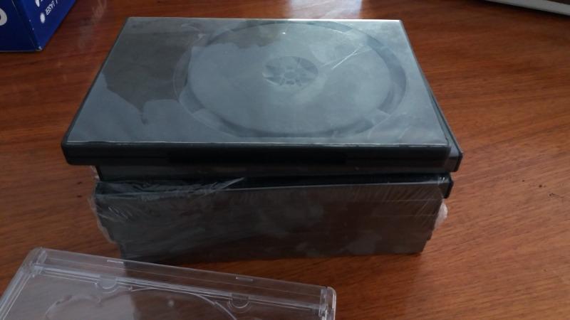 Recyclage, Récupe & Don d'objet : lot de boîtiers de dvd vides