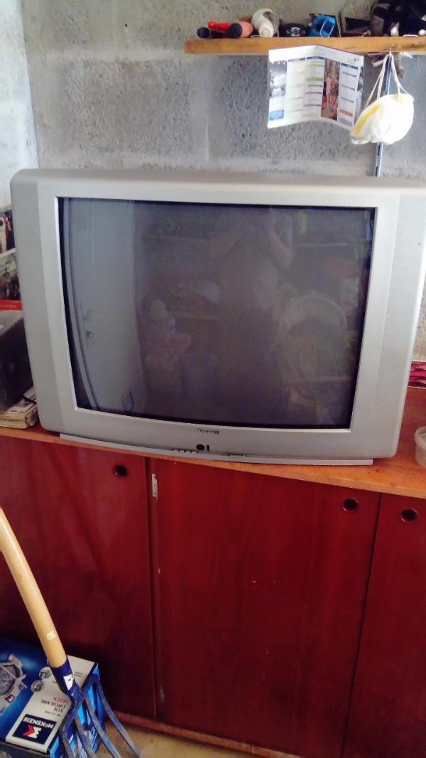 Recyclage, Récupe & Don d'objet : tv brandt 70 cm tube cathodique
