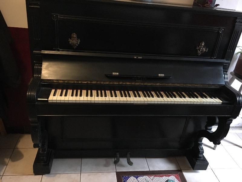 Recyclage, Récupe & Don d'objet : piano droit en bois noir ancien