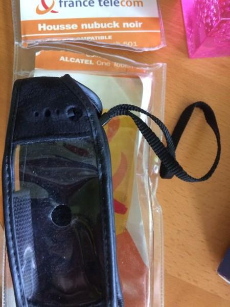 Recyclage, Récupe & Don d'objet : housse nubuck noir alcatel one touch