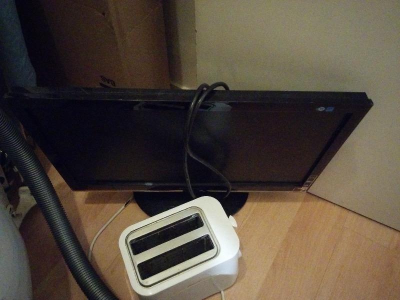 Recyclage, Récupe & Don d'objet : ecran hs et grille pain hs - a réparer.