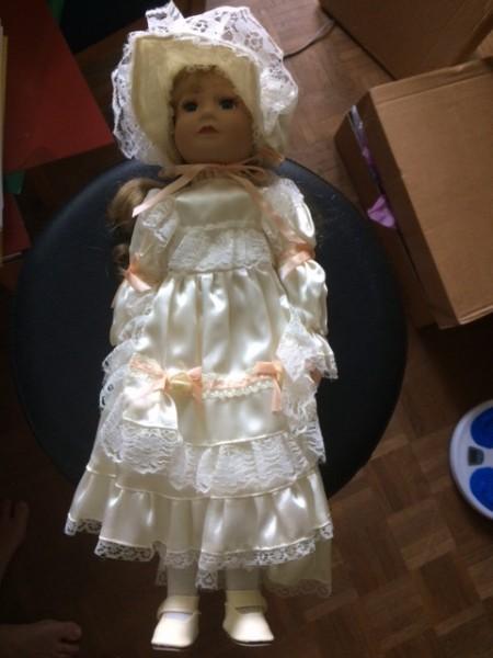 Recyclage, Récupe & Don d'objet : poupée de porcelaine