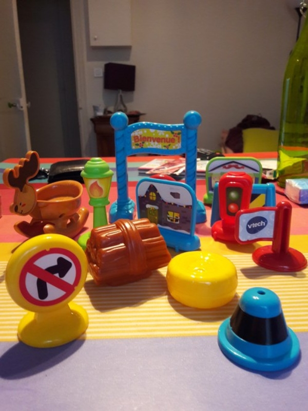 Recyclage, Récupe & Don d'objet : lot d'accessoires pour circuit voitures