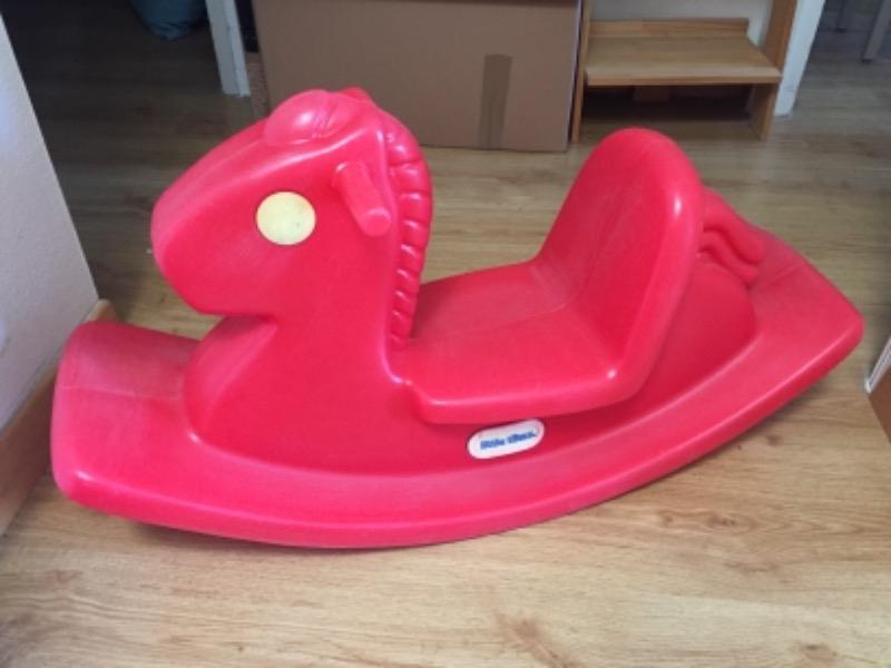 Recyclage, Récupe & Don d'objet : cheval à bascule en plastique