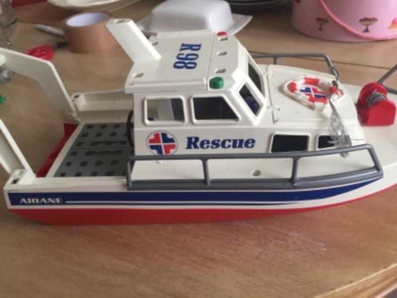 Recyclage, Récupe & Don d'objet : bateau de sauvetage jouet