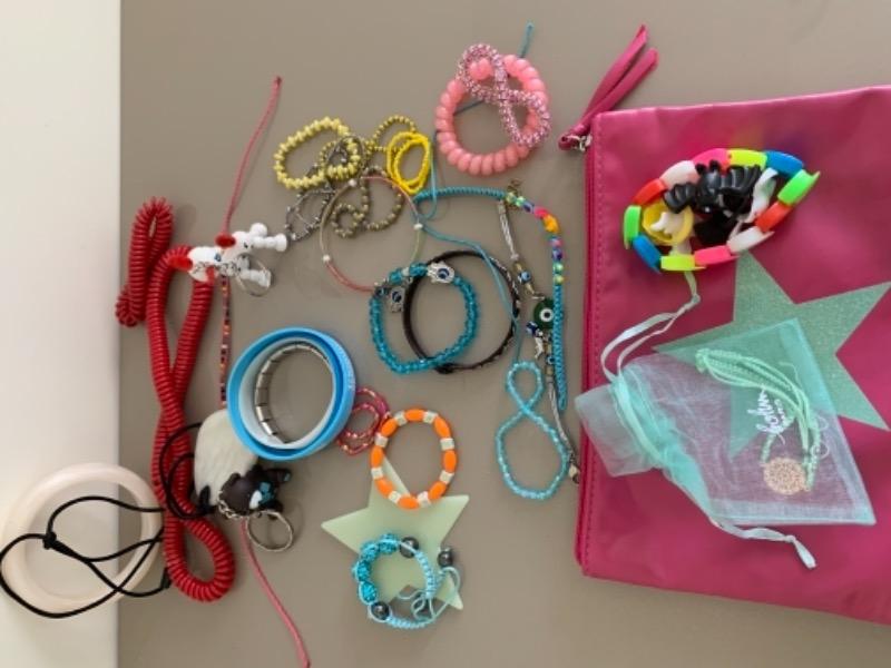 Recyclage, Récupe & Don d'objet : bijou enfants fantaisie et bijou a mâchoui...
