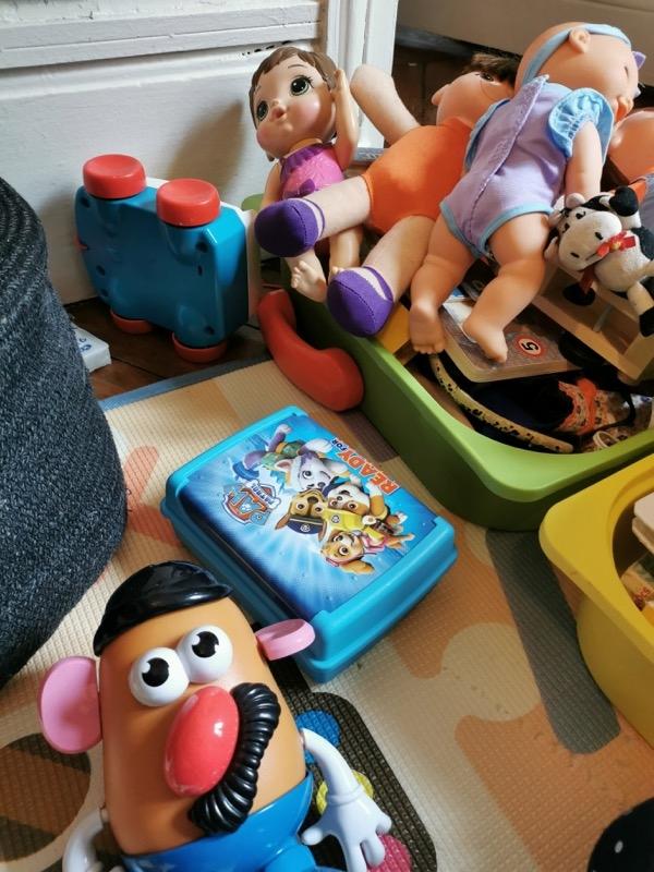 Recyclage, Récupe & Don d'objet : lot de jouets, livres et vêtements pour enfants