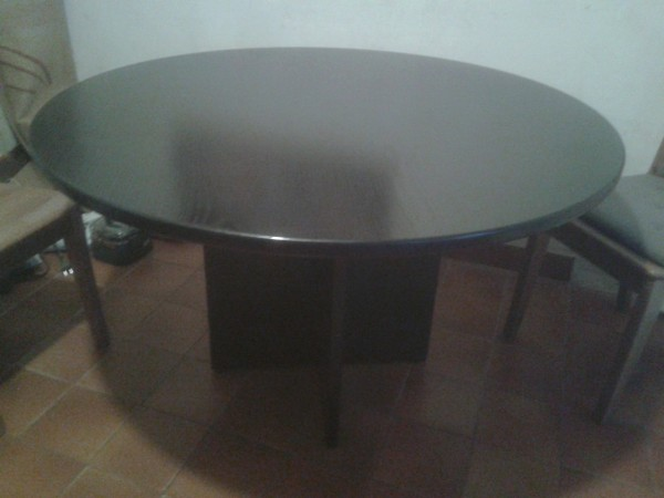 Recyclage, Récupe & Don d'objet : table ronde noire salle à manger
