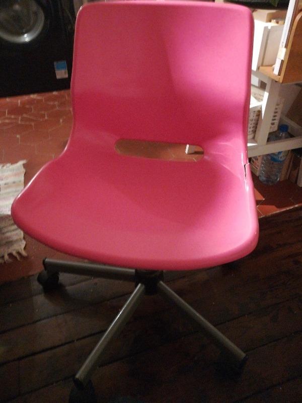Recyclage, Récupe & Don d'objet : fauteuil à roulettes rose