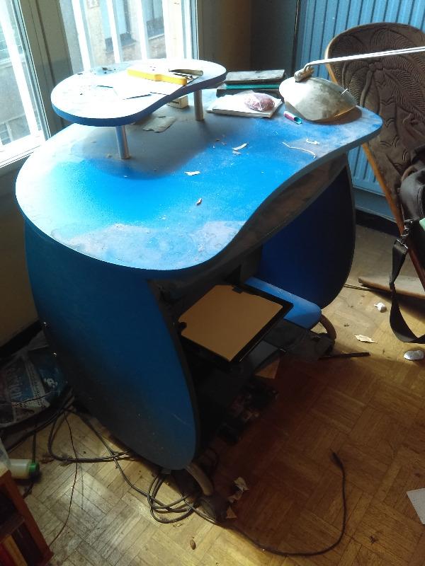 Recyclage, Récupe & Don d'objet : table ordinateur bleu (roulante)