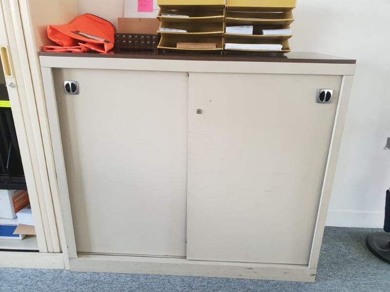 Recyclage, Récupe & Don d'objet : meuble bas métal bon état