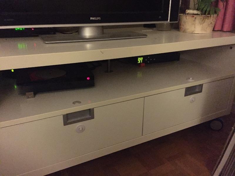 Recyclage, Récupe & Don d'objet : banc tv ikea