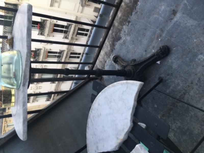 Recyclage, Récupe & Don d'objet : table bistro cassée