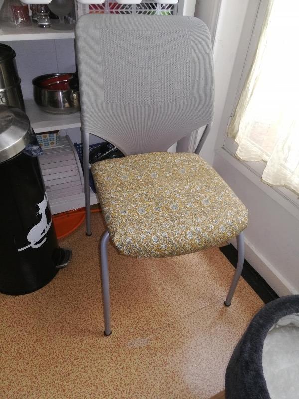 Recyclage, Récupe & Don d'objet : chaise gris clair de bureau sans roulettes