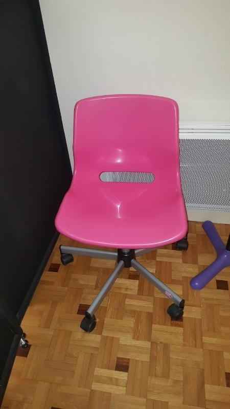 recyclage objet r cupe objet donne chaise de bureau enfant ado rose r cup rer paris 75. Black Bedroom Furniture Sets. Home Design Ideas