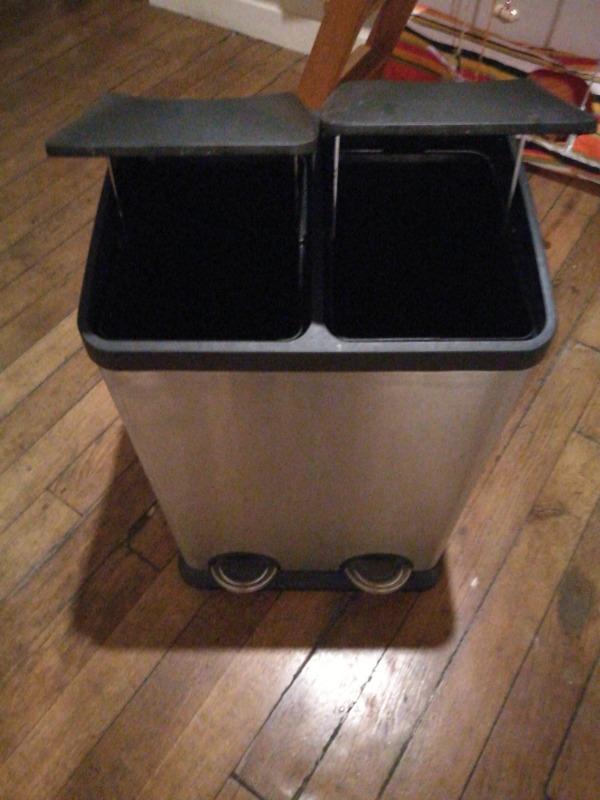 Recyclage, Récupe & Don d'objet : poubelle de cuisine bicompartimentée