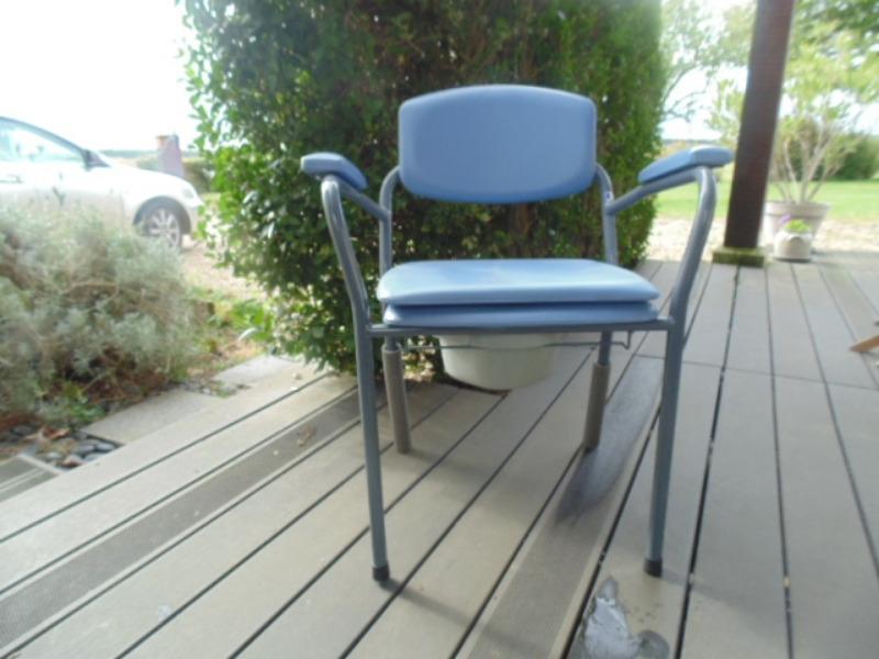 Recyclage, Récupe & Don d'objet : chaise médicalisée (percée)