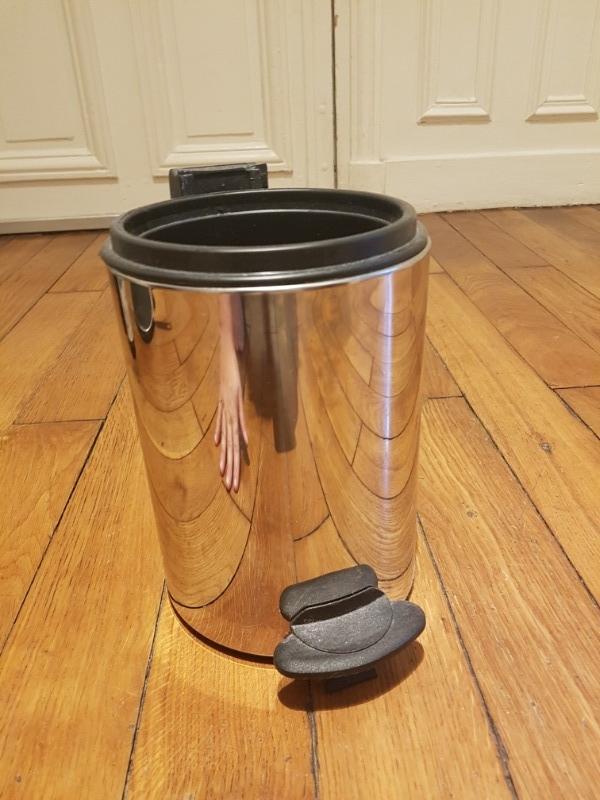 Recyclage, Récupe & Don d'objet : poubelle de salle de bain