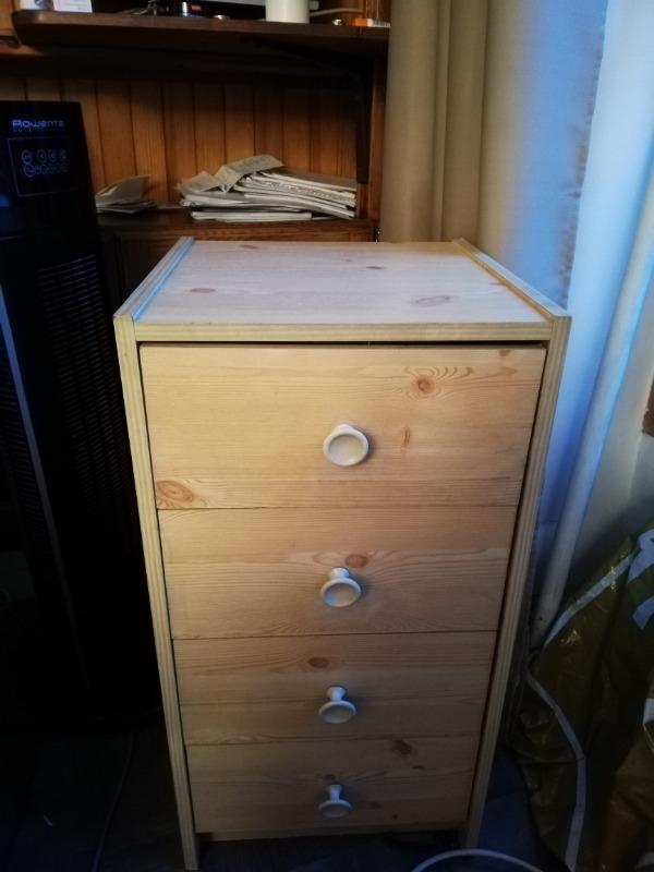 Recyclage, Récupe & Don d'objet : petit meuble à 5 tiroirs en bois clair