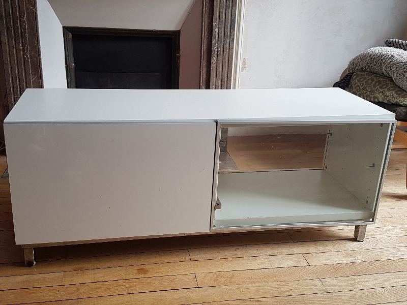 recyclage objet r cupe objet donne meuble tv bas blanc r cup rer paris 18eme. Black Bedroom Furniture Sets. Home Design Ideas