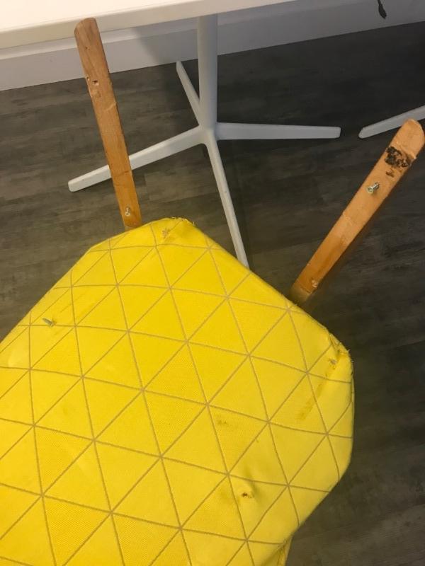 recyclage objet r cupe objet donne chaise tissu jaune style ancien r cup rer paris 10eme. Black Bedroom Furniture Sets. Home Design Ideas