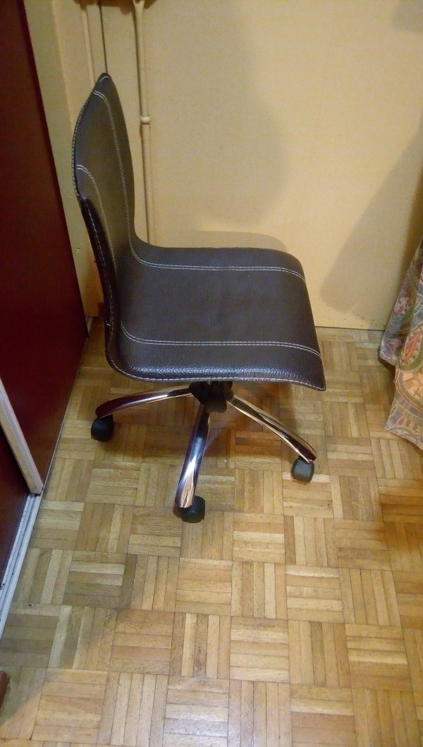 recyclage objet r cupe objet donne chaise de bureau. Black Bedroom Furniture Sets. Home Design Ideas
