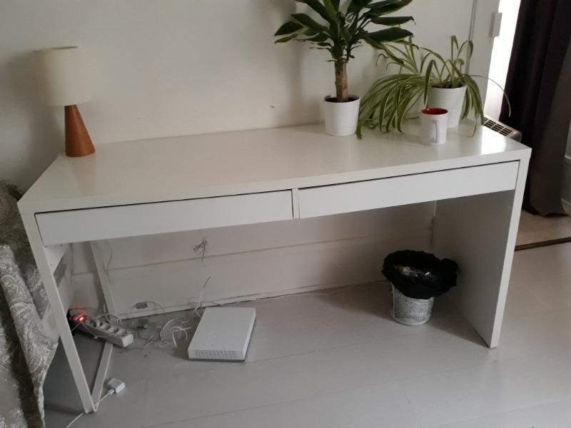 Recyclage, Récupe & Don d'objet : bureau blanc, deux tiroirs