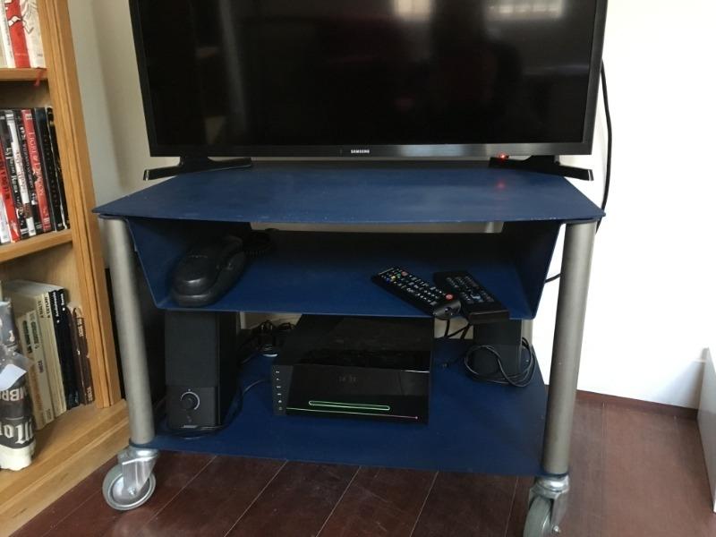 Recyclage, Récupe & Don d'objet : petit table tv en metal