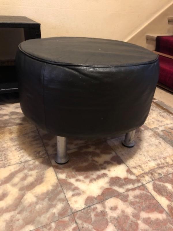 Recyclage, Récupe & Don d'objet : pouf cuir noir