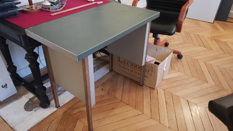 Recyclage, Récupe & Don d'objet : petite table bureau état moyen